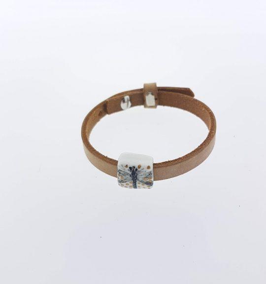Bruin leren armband met porseleinen blokje