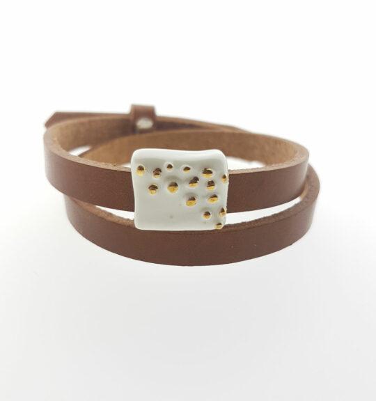 dubbele leren armband met porseleinen blokje